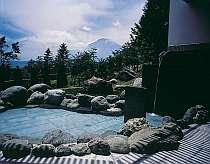 昼は富士山、夜は満天の星空を楽しめる露天風呂