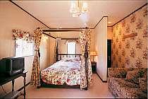 英国アンティークコテージの1室(お部屋ごとに内装とベッドが異なります。)
