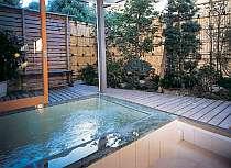 24時間入浴可能、全天候型の天然温泉露天も貸切で