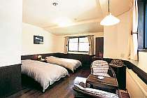 漆喰の壁とフローリングの床 落ち着いた雰囲気でゆたっりくつろげます。全室BT付