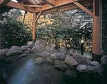 渓流見下ろす、絶景露天風呂