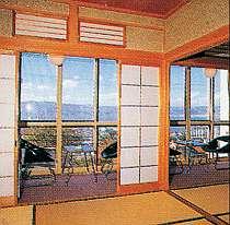 諏訪湖が広がる眺望抜群のお部屋
