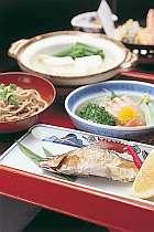 川魚・山菜など山の味覚をたっぷりと
