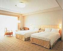 ツイン・イーストウィング(43平米)白を基調とした、明るく清潔感にあふれた客室