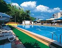 人気の屋外プールは7/1~8/31迄宿泊者は無料でご利用いただけます