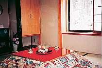 2F和室 秋~冬は床暖房 コタツの中から見る雪景色