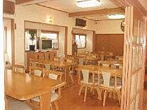 ダイニングルームで一度に30名様は食事可能です。