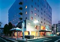 駐車場は35台。名鉄岐阜駅は徒歩2分、JR岐阜駅は徒歩5分