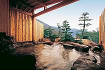 [写真]眺望抜群の露天風呂は源泉100%かけ流しの名湯!