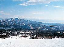 池の平スキー場からの眺め。奥は野尻湖。(車で2分)