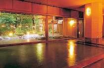 良質の温泉が溢れる大浴場。外には露天とジャグジー風呂
