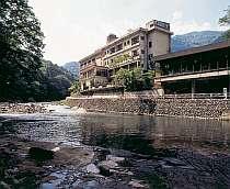 箒川の清らかな流れと四季折々の景観が楽しめます。