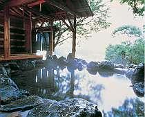 ホテル館外にあり、大自然に囲まれた絶景の露天風呂