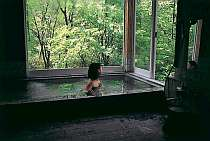 内風呂からも眺めがいい 旅の疲れをいやそう