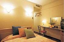 シングルルーム(ベッドはセミダブルサイズ)