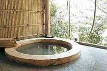 ゆったりした天然温泉の露天風呂