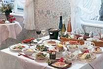 人気の夕食は、旬の素材を使用した和会席料理