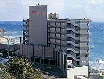 海沿いにたたずむホテル