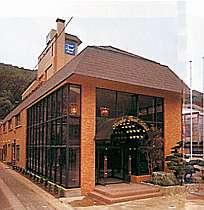 名湯鳴子温泉郷にある洋風のホテル