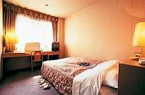 ベッド幅はゆったり130cm!セミダブルルーム