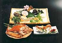 厳選された旬の新鮮な素材が満載の料理一例