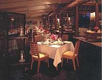 最上階レストランでの食事は、雰囲気も楽しめる