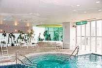 屋内プール〜温水になっておりますのでオールシーズンご利用いただけます