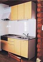 調理器具や食器など設備が整ったシステムキッチン