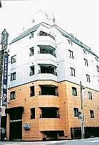 活気のある蒲田駅西口に建つ