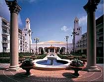スペイン情緒あふれるホテルの中庭