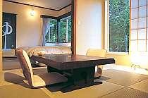 鳥のさえずりが聴こえる専用露天風呂付きの客室