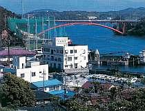 天草五橋を望む港の近くにある閑静な宿