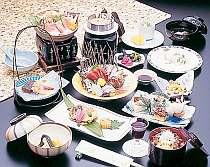 季節ごとに変化を楽しめる好評の会席料理(料理一例)