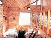 ロフト付のお部屋で、ロフト部でゴロンと寝て三角窓から星を眺めることも・・。