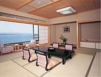 七尾湾が朝夕刻々と変わるのを眺められる客室