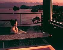 専用露天風呂付客室から見える下田湾の夕景