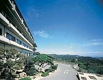 温泉街を見下ろすようにして眺めの館。安達太良山の麓から阿武隈山系を一望できる絶好のスポットです!