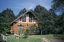 [写真]森林にたたずむ別荘で、オーナー気分を楽しめる