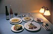 ご好評を頂いているコースディナー(写真はある日の夕食の一例)