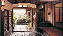 東海道沿いのもてなしの宿。明治創業の野趣もあふれる