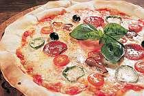 2人に1枚直径40cmの自家製焼きたてピザを!
