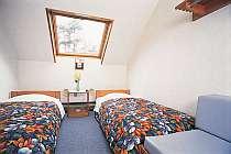 スターウォッチングできる天窓付の客室。ベッド4つまでご用意できます。