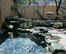 庭園を眺めて…開放的な露天風呂