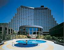 [写真]猪苗代湖を一望するホテル