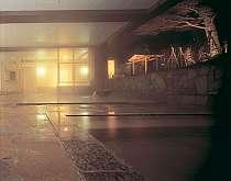 【女性露天風呂】四季折々の景観を愛でながら楽しめる露天風呂は24時迄です。