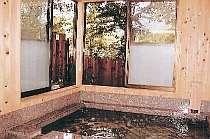 木の香りがすがすがしい温泉でリフレッシュ