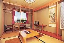 綺麗に清掃された和室。たたみの上で寛ごう