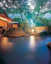 天然温泉100%源泉掛け流しの露天の湯温は42度くらいとちょっと熱め(その日の外気によりますが…)