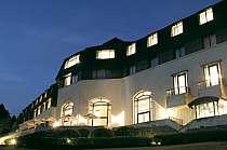 雄大な佇まいのホテルでは、岩崎男爵の精神を受け継ぎお客様を心からおもてなし致します。