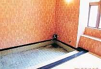 *【大浴場】源泉かけ流し100%の天然温泉でゆったりと…